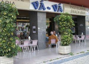 Lisboa, Avenida Estados Unidos, 100: Das Café Vá-Vá. Foto: Eva Maekler
