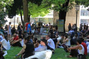 Lisboas Jardim das Amoreiras: An Sommerwochenenden ist hier fast immer was los. Foto: Eva Maekler